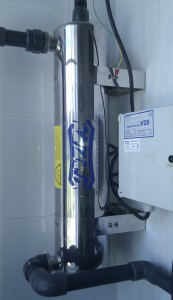 Lampa bakteriobójcza UV zamontowana w pozycji pionowej